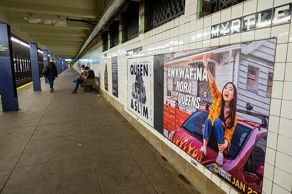 awkwafina-looking-down-the-tracks-mta-sign-myrtle